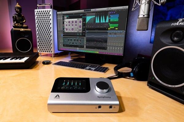 Apogee-SIO-Desktop-Lifestyle-01-9Y1A0351-2400-1500x1000