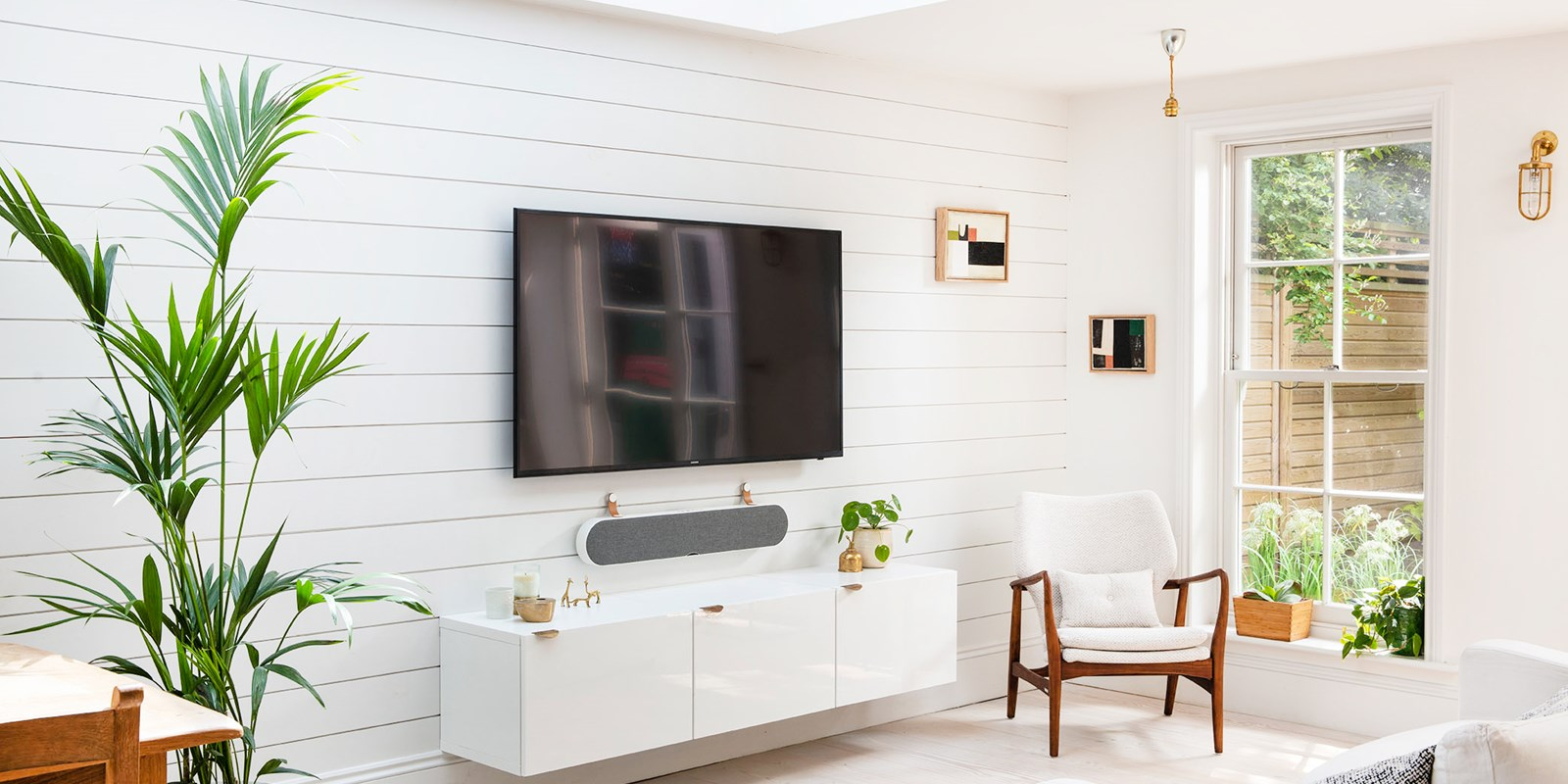 dali-katch-one-living-room-angle-white_01